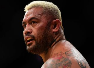 Mark Hunt Verbally Agrees to Fight Alistair Overeem