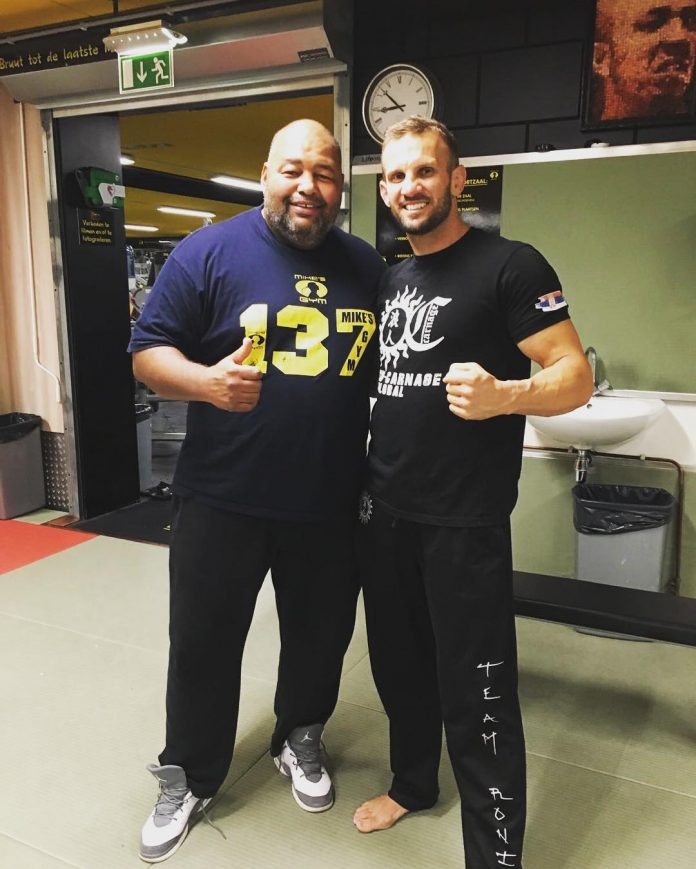 Nathan Corbett makes Carnage elbow seminar at Mike's Gym Amsterdam