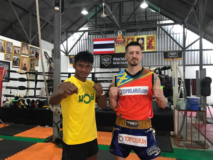 Buakaw Banchamek shares muay thai secrets with Vitaly Gurkov