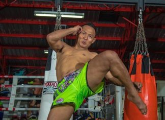Watch muaythai fighter Saenchai shadowboxing in preparation for Thai Fight 2017