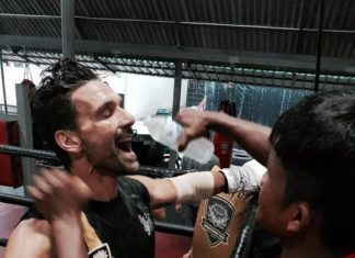 Actor Frank Grillo trains Muay Thai with Buakaw