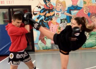 Lilian Dikmans Muay Thai warm up training video