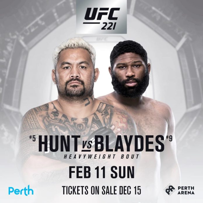 Mark Hunt faces Curtis Blaydes at UFC 221