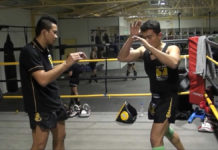 Dechsak Sangmorakot shows one of the way how to stop a clinch attempt in Muay Thai