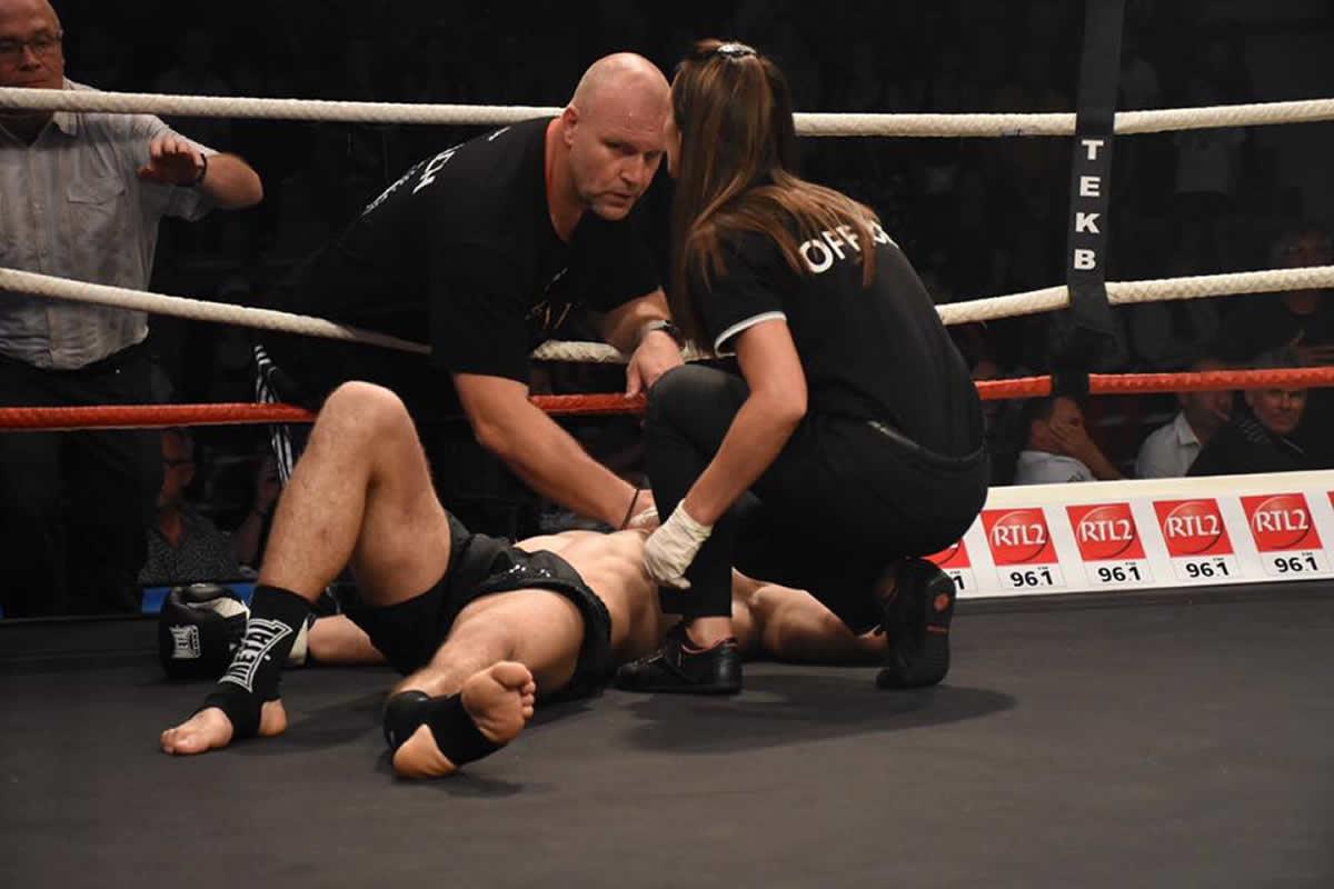 Kickboxer suffers broken fibula in world title bout