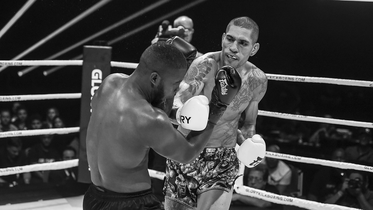 Pereira defends middleweight title against Bayrak at GLORY Collision 2