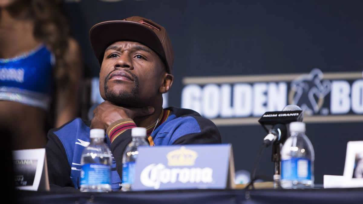 Floyd Mayweather returns to boxing as a judge at celebrity event