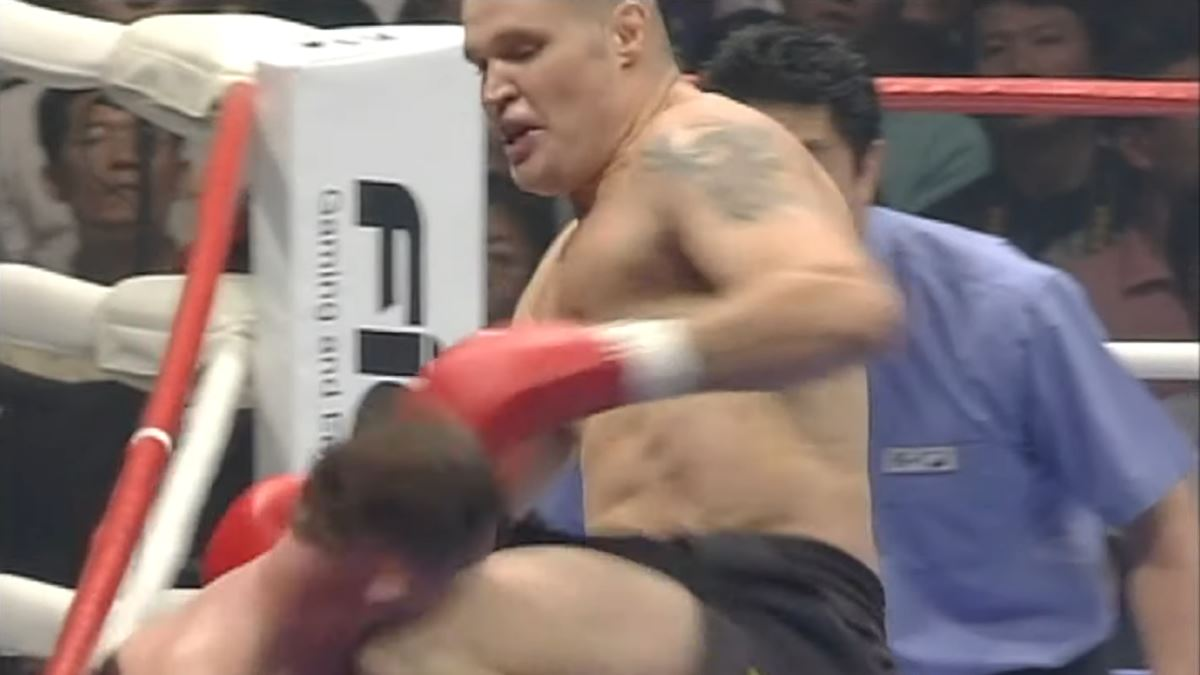 Watch: Semmy Schilt KO's Paul Slowinski with huge knee to the head