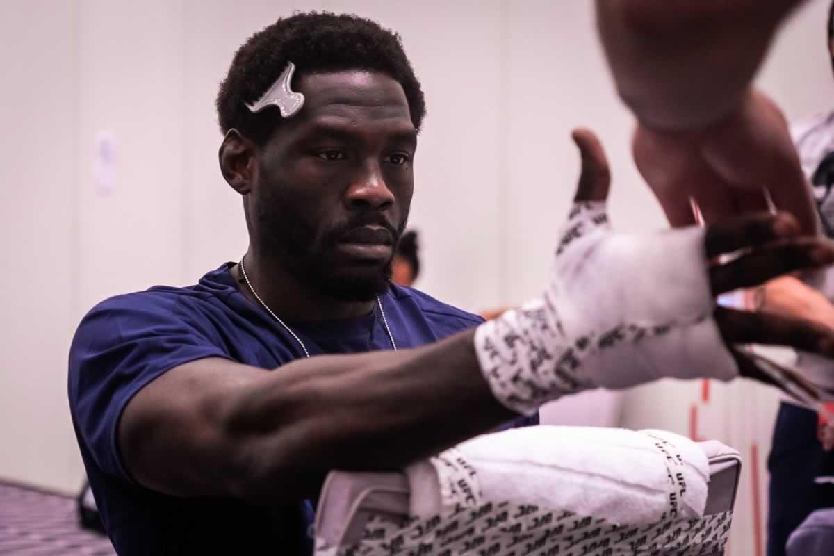 Jared Cannonier hand wrapping