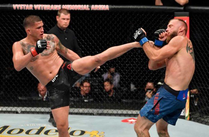 Anthony Pettis kicks Donald Cerrone