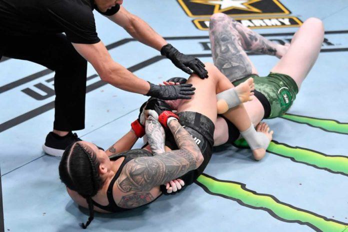 Amanda Nunes submits Megan Anderson at UFC 259