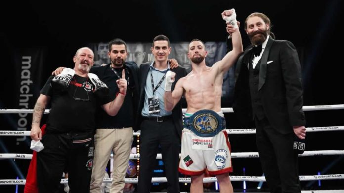 Sandor Martin retains European super lightweight title