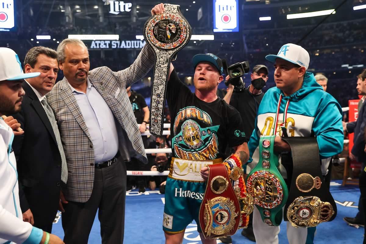 Canelo Alvarez unifies super middleweight titles